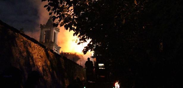 Ortodoks kilisesi alev alev yandı!