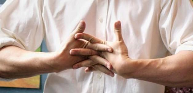 """""""Parmaklarınızı çıtlatmak yerine esnetin"""""""
