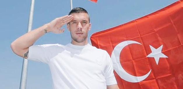PKK'ya yakın kişilerden Podolski'ye mesaj!