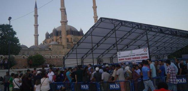 Selimiye'nin gölgesinde iftar