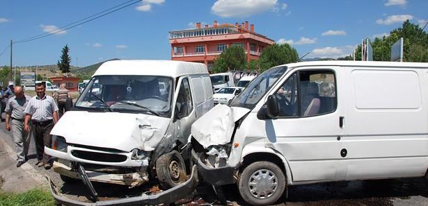 Sındırgı'da trafik kazası: 3 yaralı