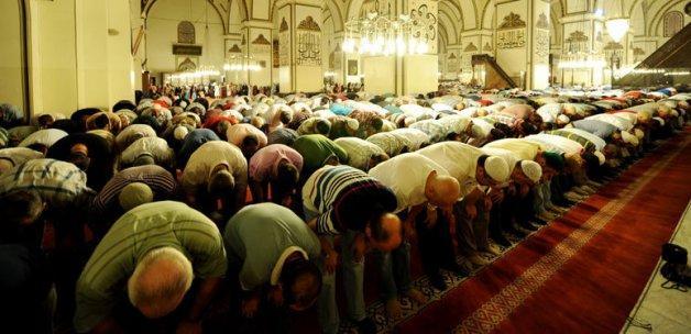 Teravih namazı 700 camide hatimle kılınacak