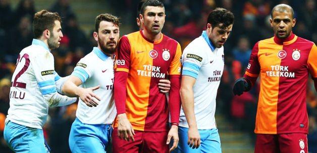 Yıldız futbolcu doktoru dövdü!