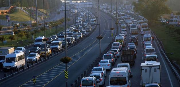 """Trafikte hız limitlerine """"kademeli ceza"""" geliyor"""