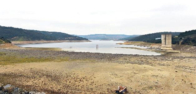 Baraj suyu çekildi köy kalıntısı ortaya çıktı