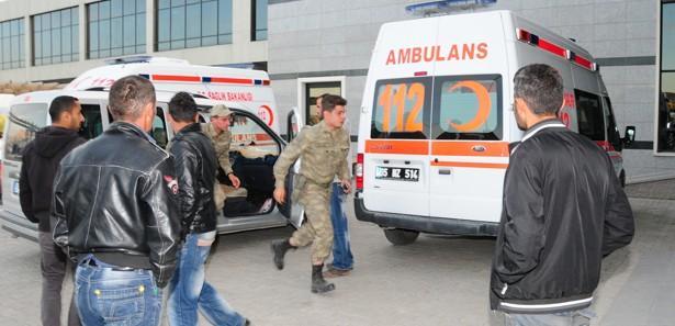 Van'da askeri araç devrildi: 4 yaralı!