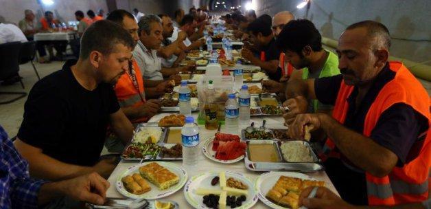 Yerin 110 metre altında iftar