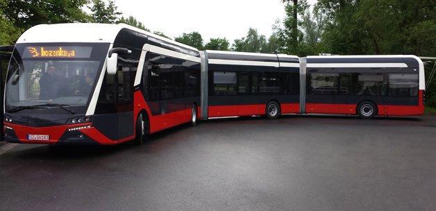 Yerli otobüsler Endonezya yolunda