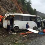 Antalya'da turistleri taşıyan midibüs devrildi: 1 ölü, 17 yaralı