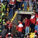 Maç öncesi tribünde kavga! 1'i polis 4 yaralı