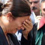 Gözyaşlarına boğuldu: Karanfil bile bırakamadı!
