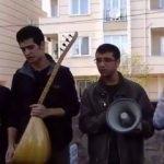 Grup Yorum teröristin mezarı başında marş okudu