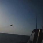 Rus jetleri, ABD destroyerini taciz ederken...