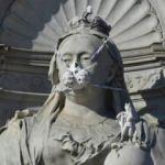 15 heykele gaz maskesi takıldı