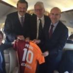 Galatasaray'dan eski Başbakana sürpriz hediye