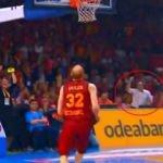 Maçın sonlarında Murat Kosova kendinden geçti!
