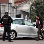 İzmir'de şüpheli araçta silah ve el bombası bulunması