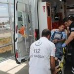 Adıyaman'da 4. kattan başına keser düşen işçi yaralandı