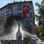 Kütahya'da bir iş merkezinin duvarına Türk bayrağı çizdirildi