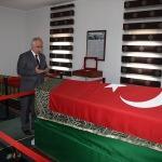 Şanlıurfa Valisi Tuna, Süleyman Şah Türbesi'ni ziyaret etti