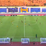 Kadın futbolcu santradan inanılmaz golü