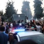 Adanasporlular Galatasaray otobüsünü taşladı