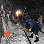 Demiryolu işçileri kış mesaisinde