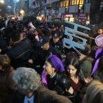 Kocaeli'de izinsiz yürüyüşe polis müdahalesi