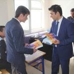 Kaymakam Öztürk'ten öğrencilere kitap