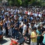 Turgutlu'da ölü bulunan lise öğrencisinin karnesini anne ve babası aldı