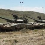 Türk ve Azerbaycan tankları harekete geçti