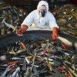 100 bin bıçağı topladı ve...