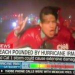 CNN Muhabirinin kasırgada zor anları!