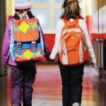 Okul çantası çocuğunuzun belini bükmesin!