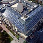 Elektriğini güneşten alan belediye binası