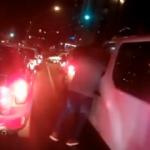 Trafik ışıklarında yumruklu saldırı kamerada!