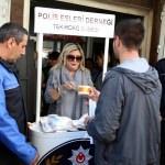 Polis Eşleri Derneğinden aşure ikramı