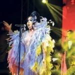 Bülent Ersoy'un makyajı Rihanna'dan