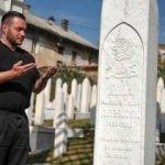 İzetbegoviç'in mezarında yıllardır nöbet tutuyor