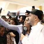 Şafak Sezer Gaziantepli hayranlarıyla buluştu