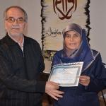 54 yaşında liseden mezun olan kadın diplomasını aldı
