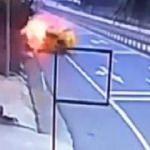 Kaza yapan taksi, alev topuna döndü!