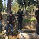 Mezar taşları tahrip edildi