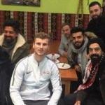 Alman yıldız dönercide Türklerle buluştu!