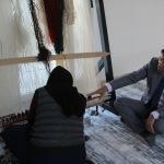 Kaymakam Öztürk'ten kilim dokuma kursuna ziyaret