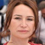 Demet Akbağ Hande Erçel'in ödülünü eleştirdi!