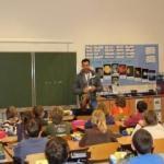 Avusturya'nın Eğitim Bakanı başörtüsüne karşı