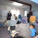 Gönen'de kadınlar okuma-yazma öğreniyor