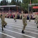Askerler kışlada ilk defa harmandalı oynadı