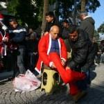 Balçova arsa mağdurlarından Noel Baba kıyafetli protesto